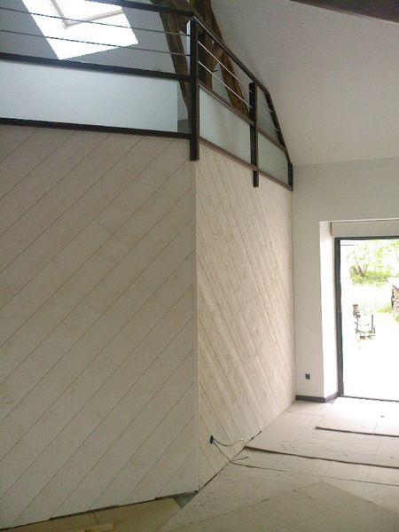 Lambris Bois blanc aspect brossé - Pose diagonale